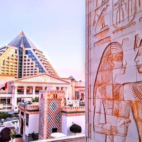 Raffles Dubai x Rosi Ross